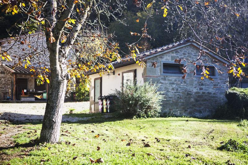 agriturismo toscano stile rustico giardini